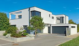 Holzhäuser und moderne Architektur